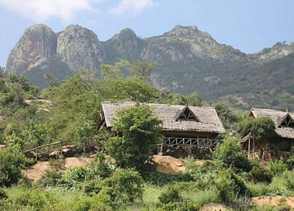 Rhino Valley Lodge - Eyes on Africa Safaris